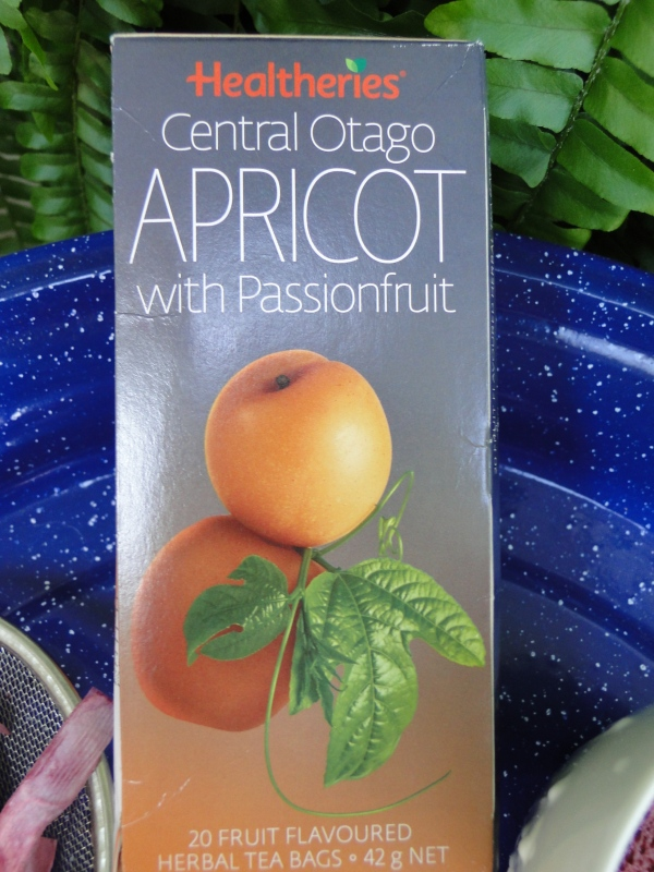 Magpies Nest Apricot T