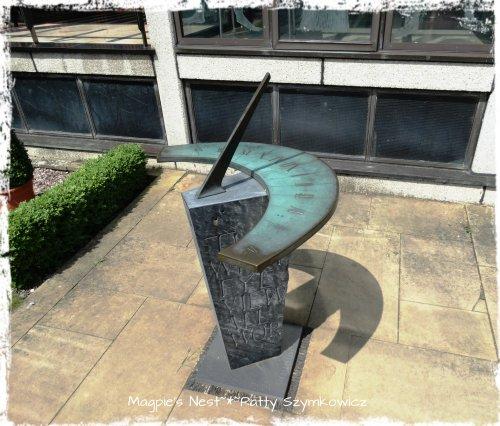Bonus Shakespeares home sundial