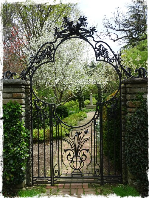 Magpie's Nest Garden Gate